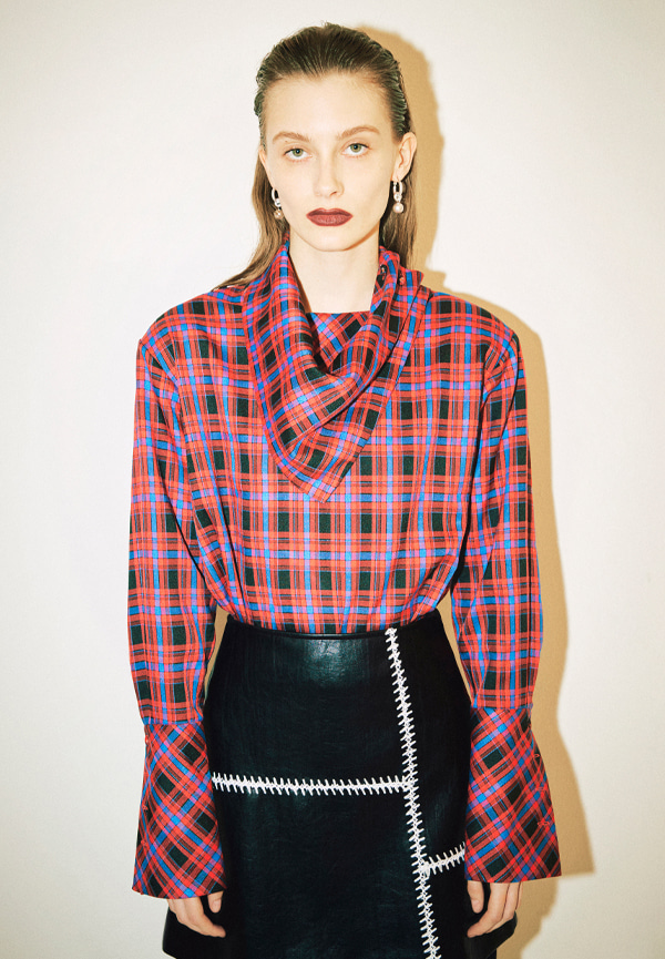 [FW20] Checked scarf neck blouse