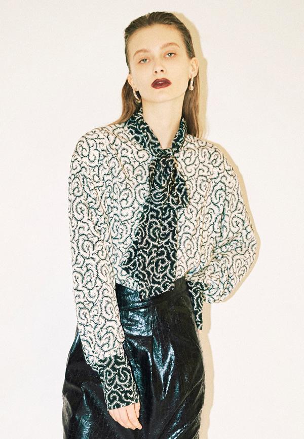 [FW20] Vine print tie neck blouse