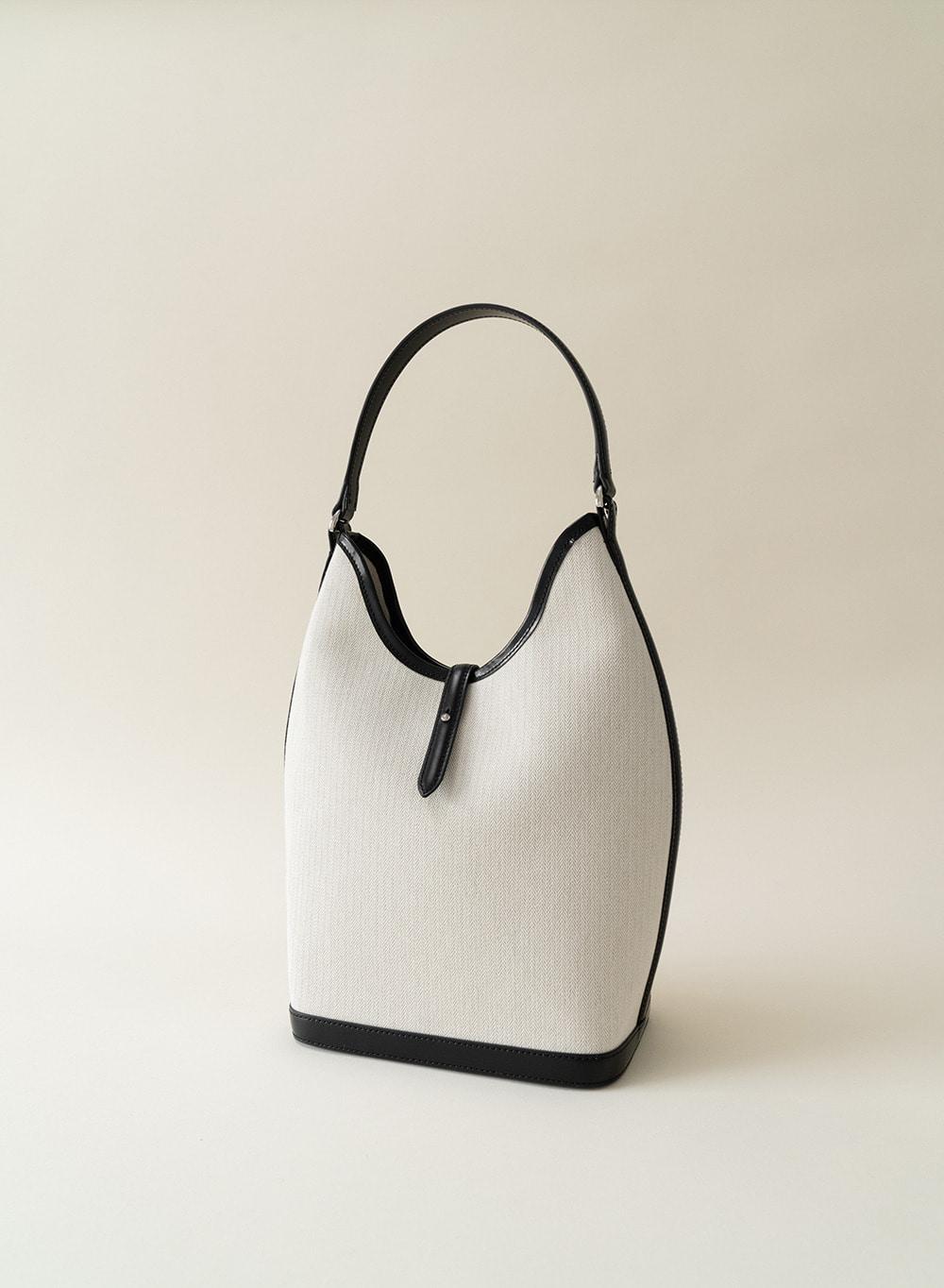 [ESSENTIAL] Leather-trimmed Canvas Shoulder Bag Ecru