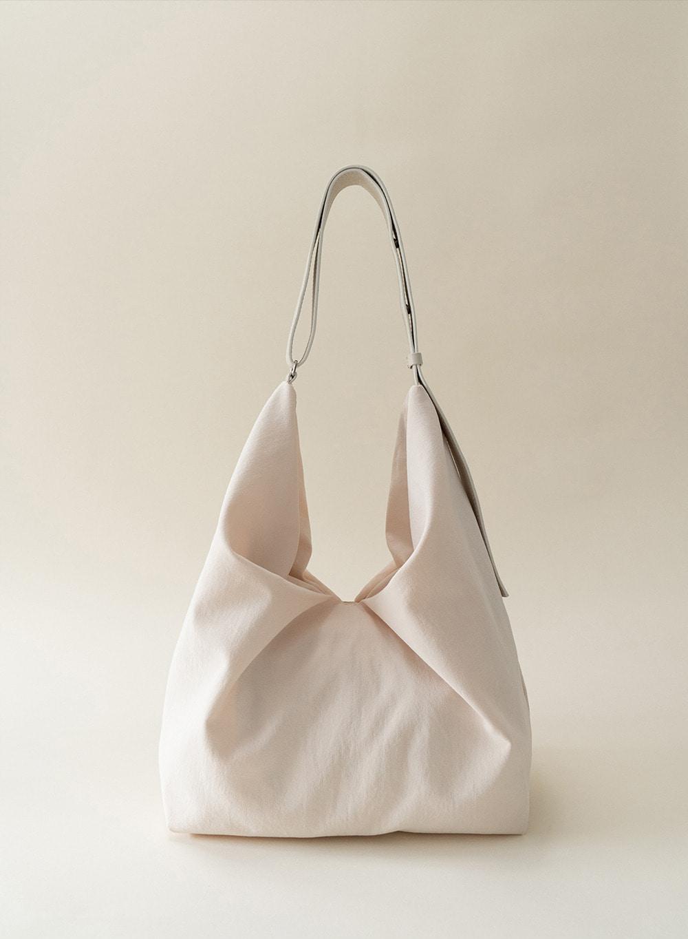 [ESSENTIAL] 미아 Mia Oversized Bag Cream