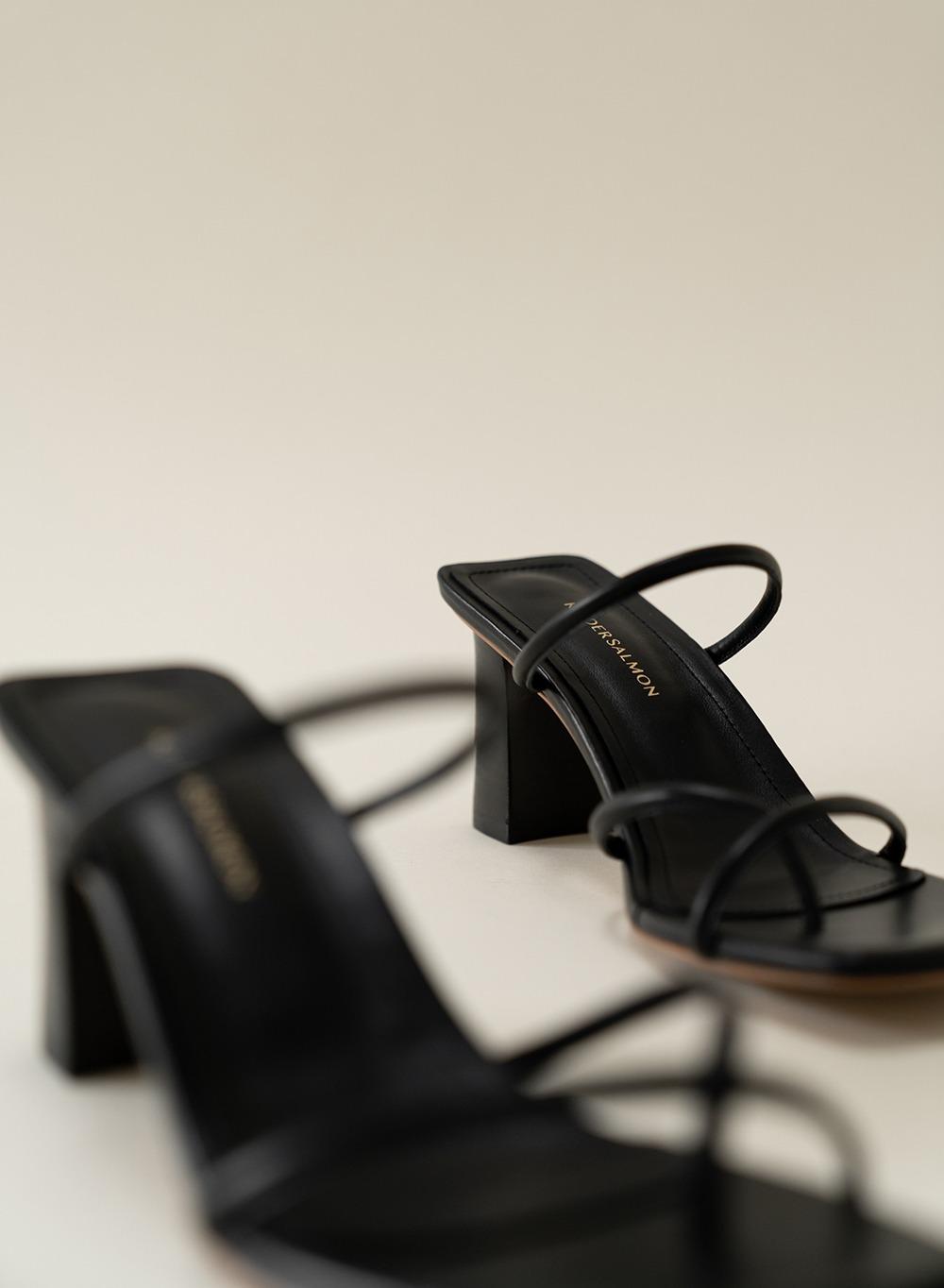 [ESSENTIAL] String Sandal Heel Black