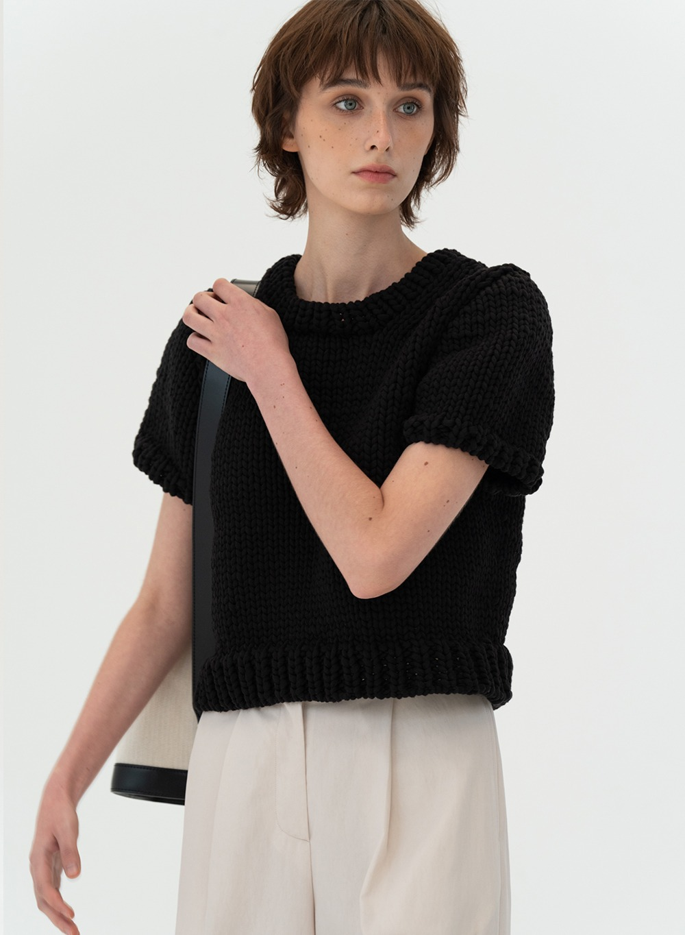 [ESSENTIAL]Hand-made Bulky Knitted Top Black