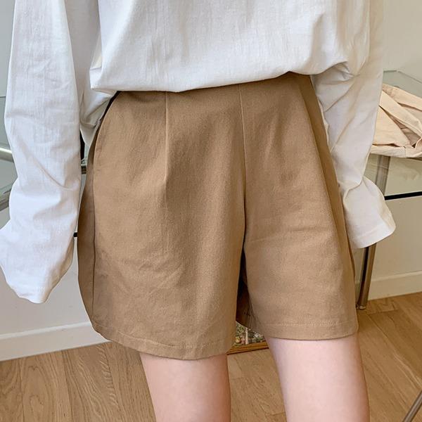 簡約韓風壓褶寬襬四分短褲