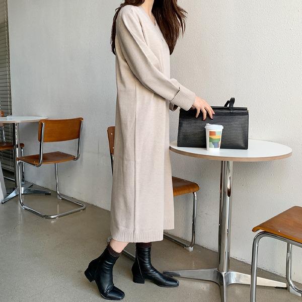 V领纯色长款针织连衣裙