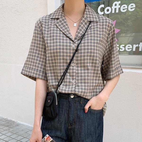 格紋反摺短袖寬鬆襯衫
