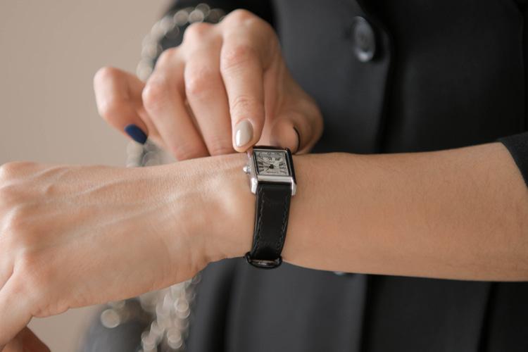 牛革ベルトスクエア腕時計