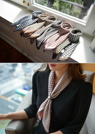 ユニーク柄スカーフ