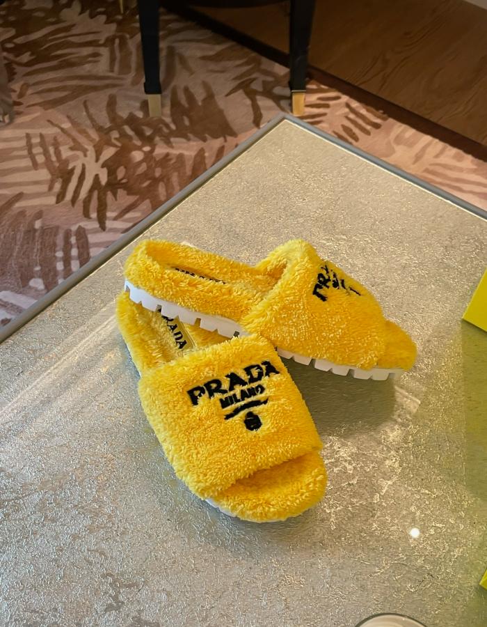 프라다 1XX602 테리 시어링 슬라이드 / 옐로우