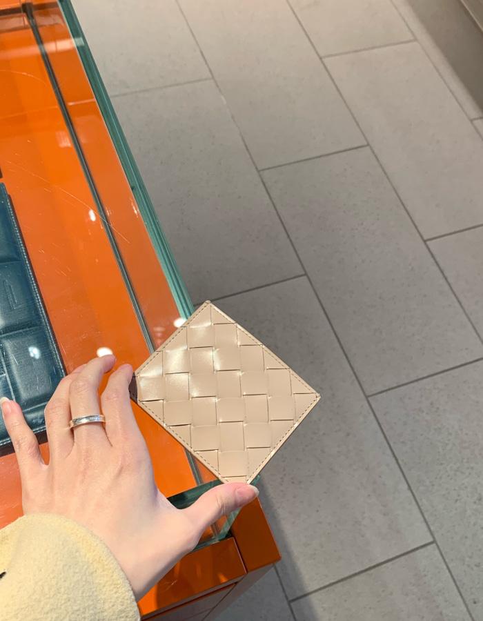 보테가베네타 595058 인트레치아토 카드 케이스 / 누드 / BOTGOL