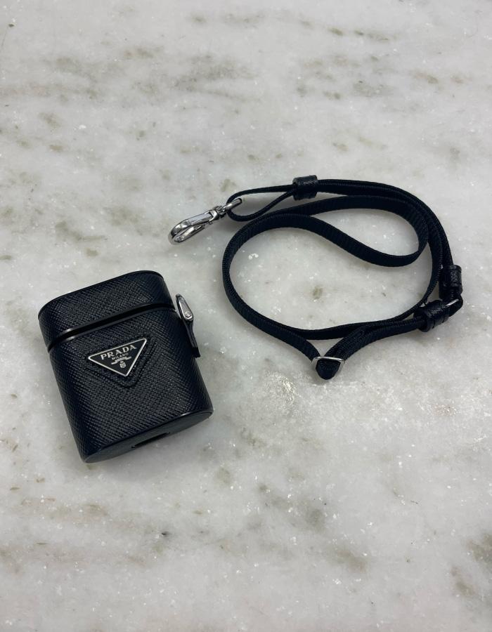 프라다 2ZD002 트라이앵글 로고 에어팟 케이스 / 블랙