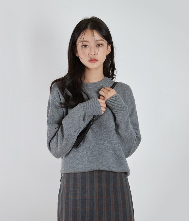 ESSAYRound Neck Drop Shoulder Knit Top