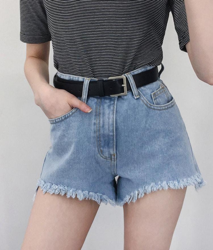 QUIETLABHigh Waist Frayed Hem Shorts