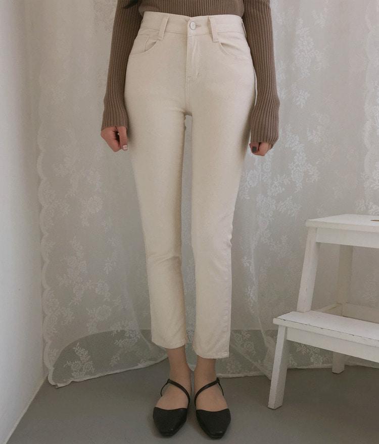 ROMANTIC MUSECream Straight Cut Pants