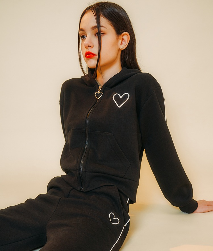 HEART CLUBEmbroidered Heart Black Hoodie