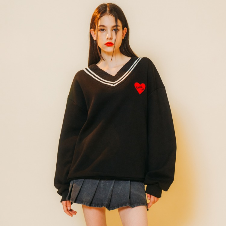 Heart Patch V-neck Sweat Shirt (Black)