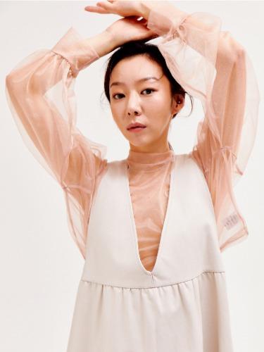 See-through crop blouse [BEIGE]