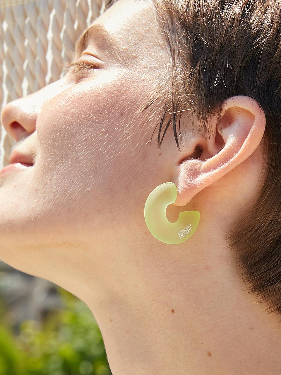 curve soft earring - green
