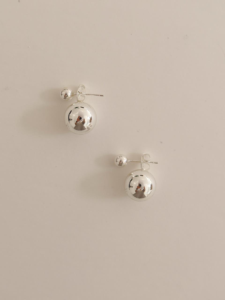 two ball earring - silver