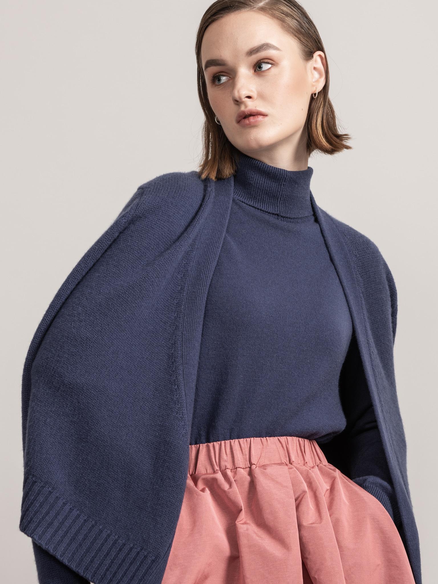 ROYAL Collection. Loro Piana Cashmere 100% V Neck Wrap Cardigan