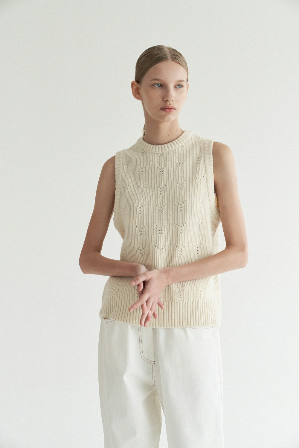 Y knit vest in Ivory