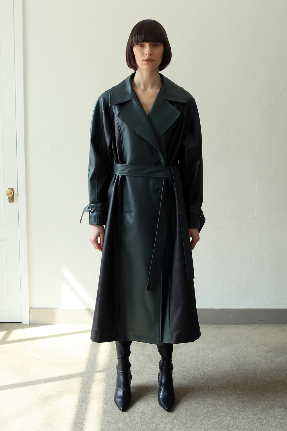 Three buttons trench coat