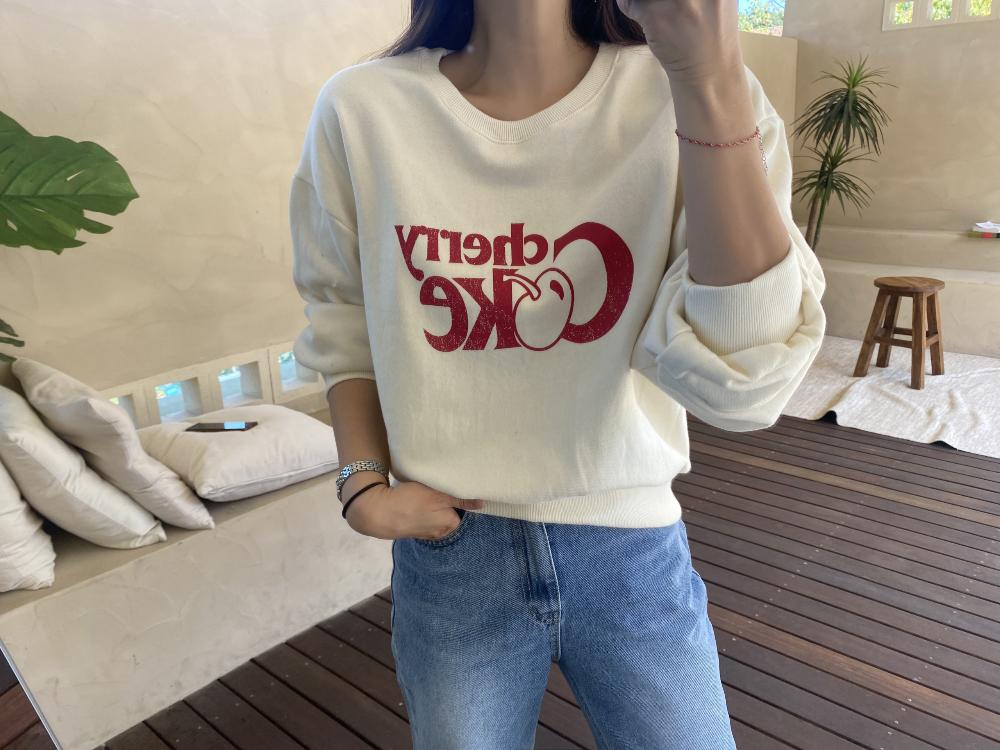 긴팔 티셔츠 모델 착용 이미지-S3L3