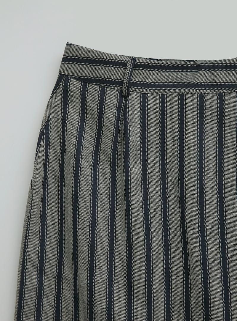 開衩襬直條紋中長裙