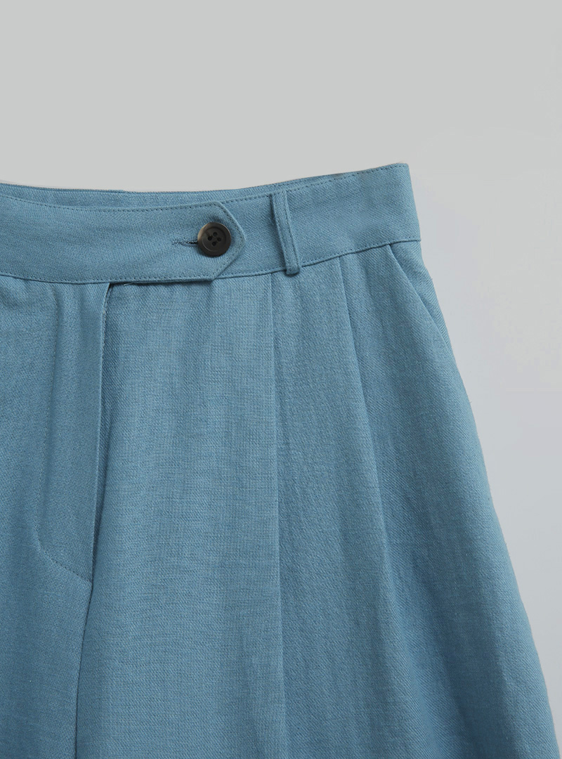 Buttoned Tab Pleated Shorts