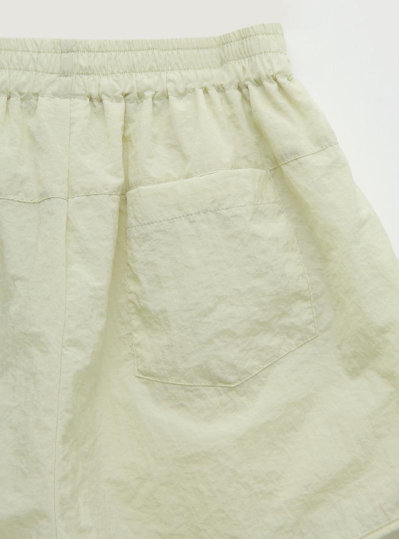 輕薄純色鬆緊腰尼龍短褲