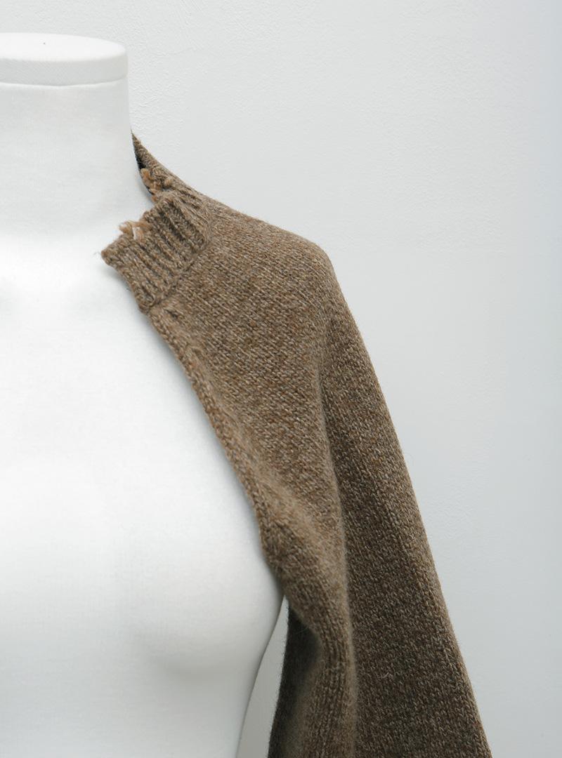 破損感極短版針織外套