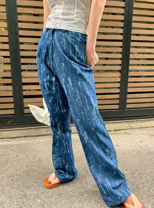 Distressed Loose Straight Jeans
