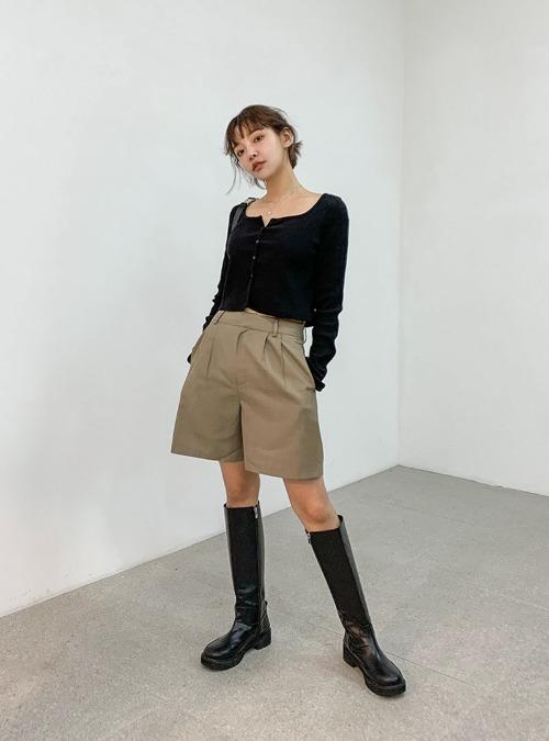 Pleated Mid-Length Shorts
