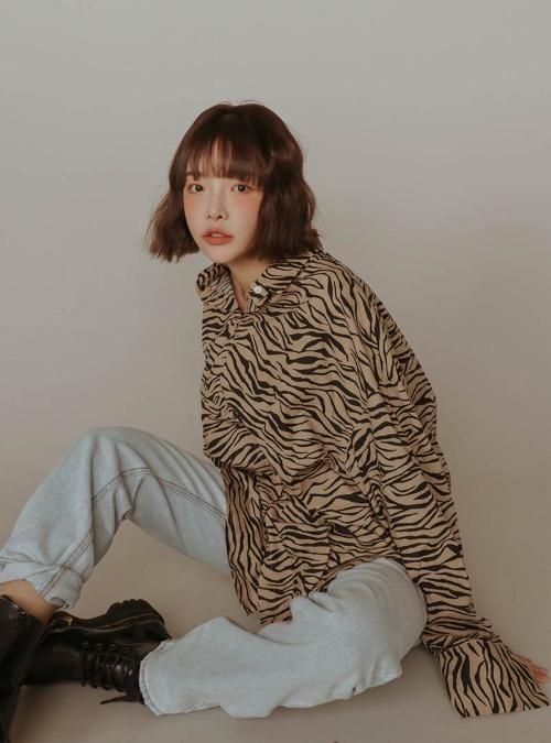 Zebra Print Curved Hem Shirt