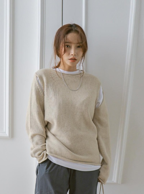 Rolled Edge Round Neck Knit Top
