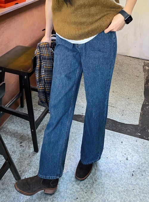 High Rise Loose Fit Straight Jeans