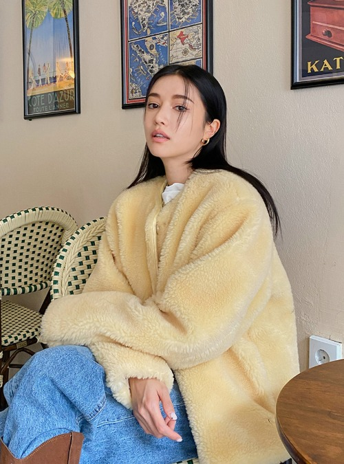 Round Neck Loose Fit Furry Jacket