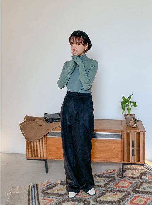 Pleated Wide-Leg Woolen Slacks