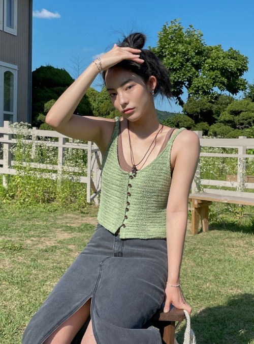 Buttoned Front Cropped Knit Vest