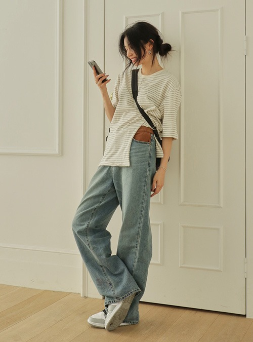 Whiskered Hip Loose Straight Jeans