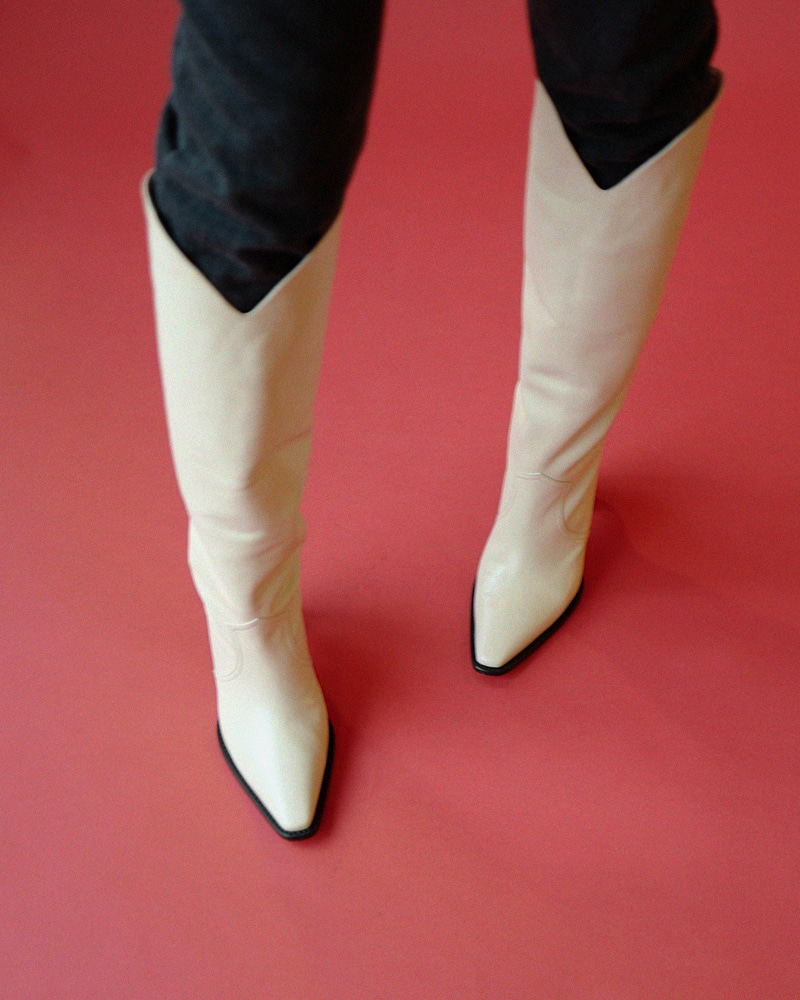 Claire Boots in Ivory Kip