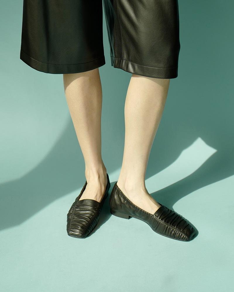 Madrid Super Soft Flat Shoes in Black