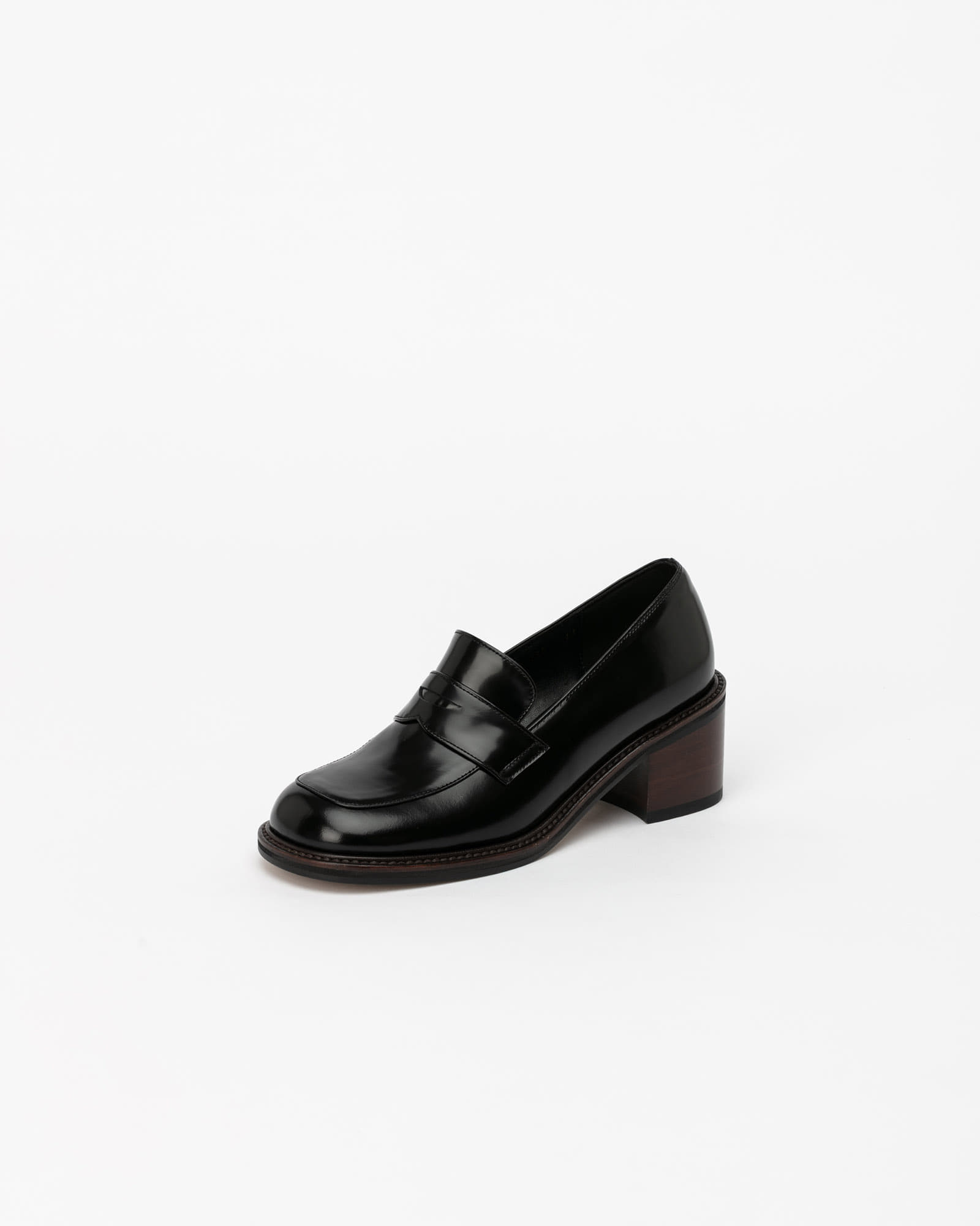 Le Ban Saint Loafers in Black