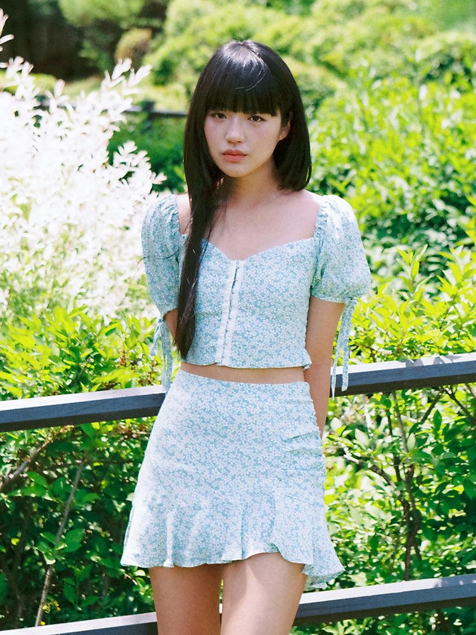 아이즈원 혜원 착용 Flower hook blouse (blue)