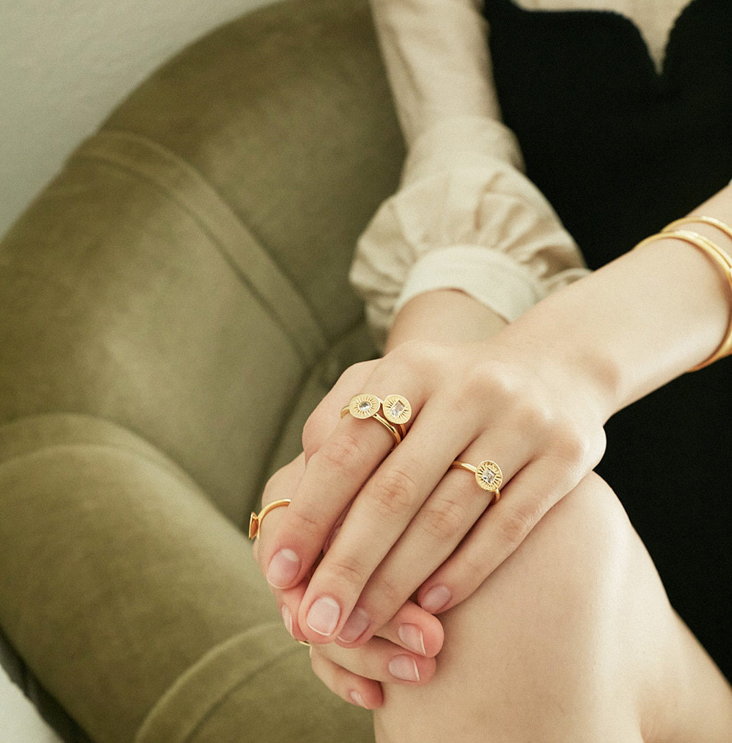 SUN KISSED RING CIRCLE IN GOLD