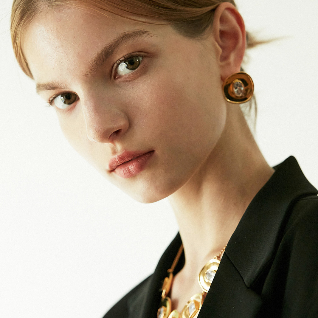 GLAMOUR STUD EARRING IN GOLD