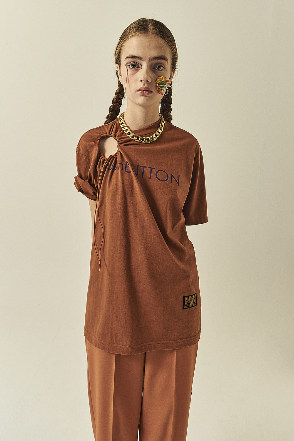 HS21 BROWN STRING-HOLE T-SHIRTS