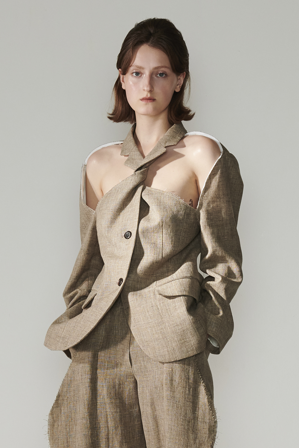 SS21 FRONT CUTOUT TWISTED CHECK JACKET