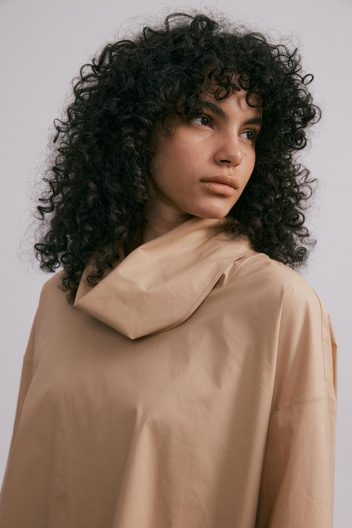 긴팔 티셔츠 모델 착용 이미지-S2L6