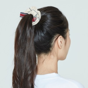 CEREMONY TAPE CHECK SCRUNCHIE_OATMEAL