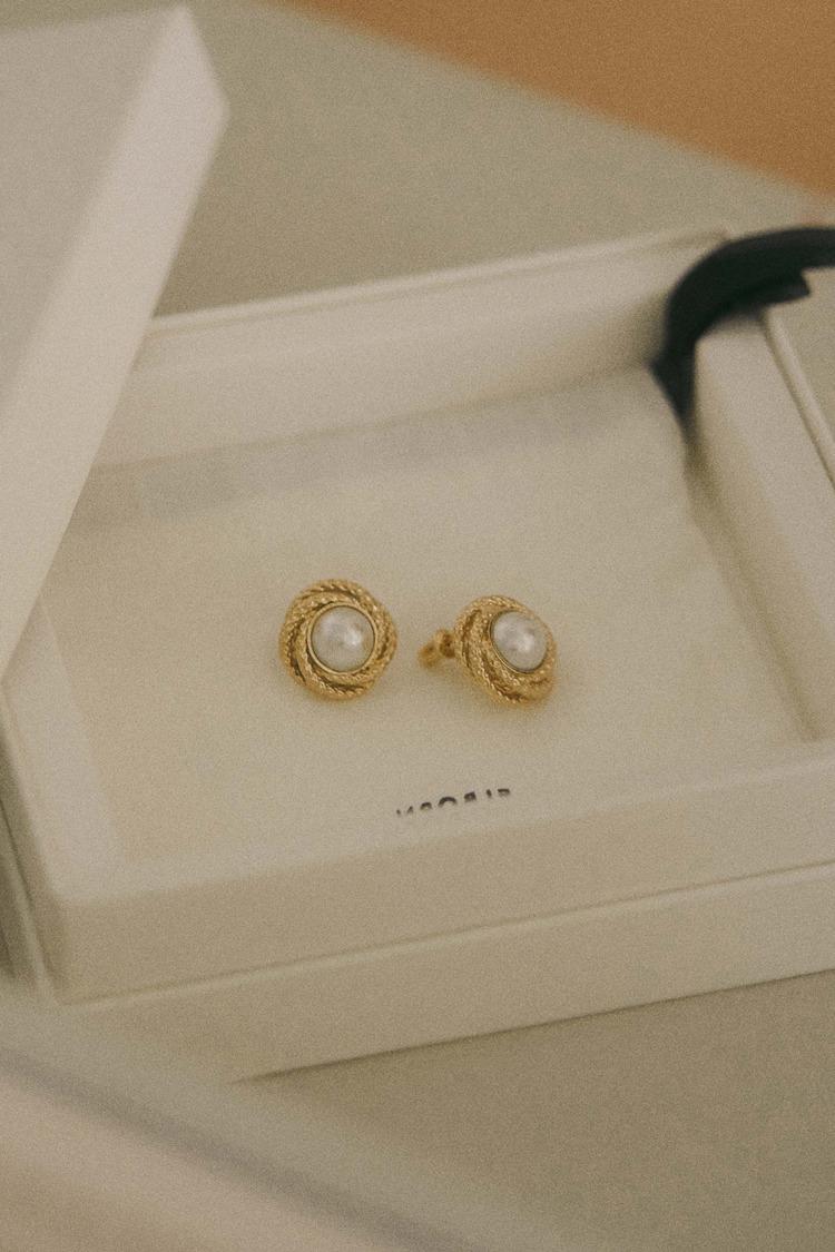 Amelie Gold Pearl Earring